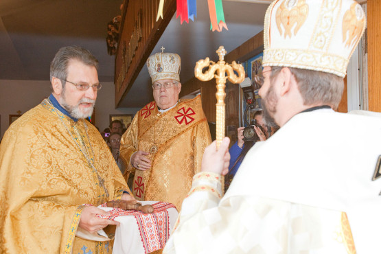 Gift to Patriarch Sviatoslav Shevchuk from Father Mykhailo Kuzma at Immaculate Conception Catholic Ukrainian Church